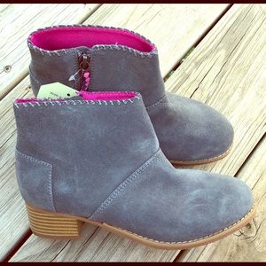 NWT Tom's Youth Leila Ankle boots size 3.5
